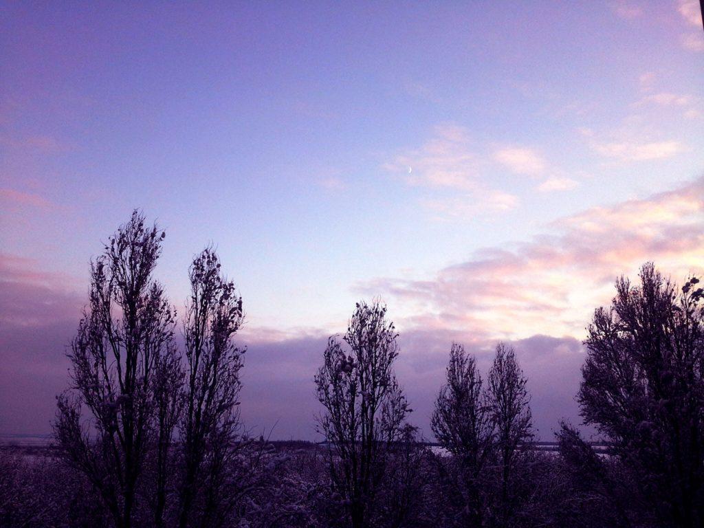 месяц закат