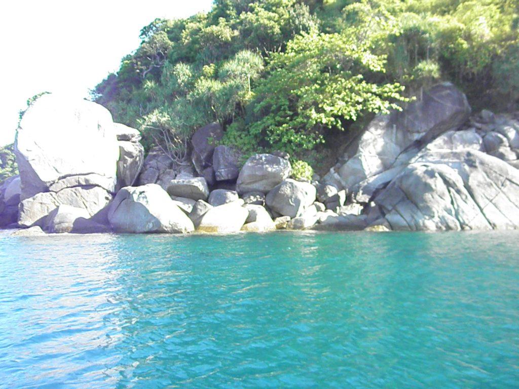 море рыбалка пальмы вода отдых берег скалы горы таиланд берег рыбак